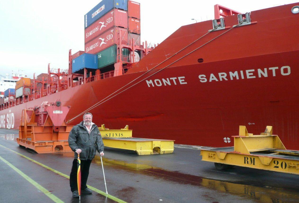 ueli-bugmann-und-containerschiff.jpg